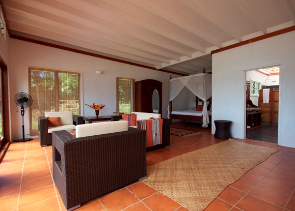Villa, Lounge & Canopy bed